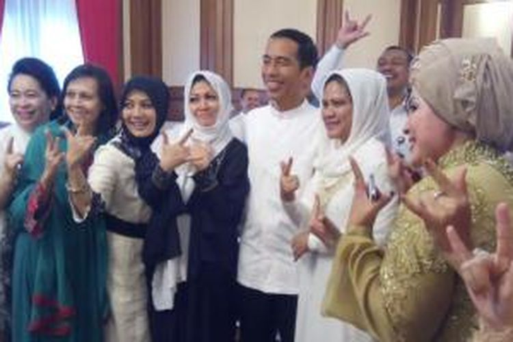 Presiden terpilih periode 2014-2019 dan Gubernur DKI Jakarta, Joko Widodo, menggelar open house di rumah dinas gubernur, Jalan Taman Surapati 7, Menteng, Jakarta Pusat, Senin (28/7/2014).