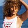 Jennifer Lopez Pamerkan Otot Perut Saat Pakai