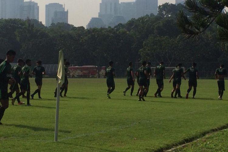 Latihan perdana timnas U-22 Indonesia di Lapangan ABC, Senayan, Jakarta Pusat, Senin (7/1/2019).