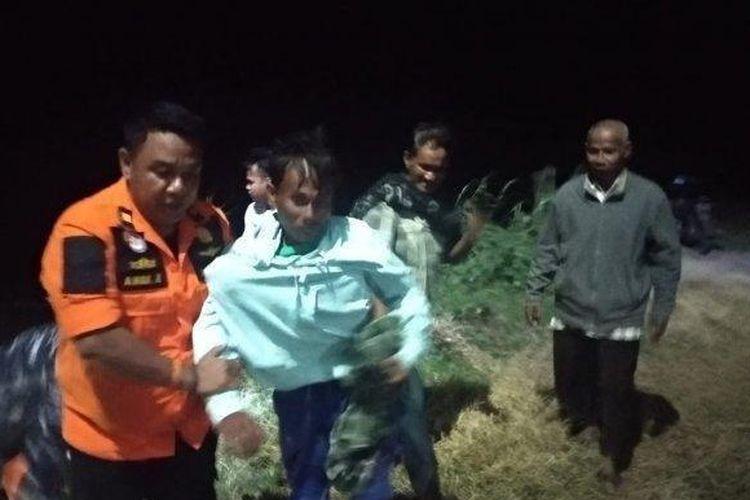 Proses penyelamatan korban tenggelamnya Kapal Motor Pieces di perairan Tanjung Selatan, Kalimantan Selatan.