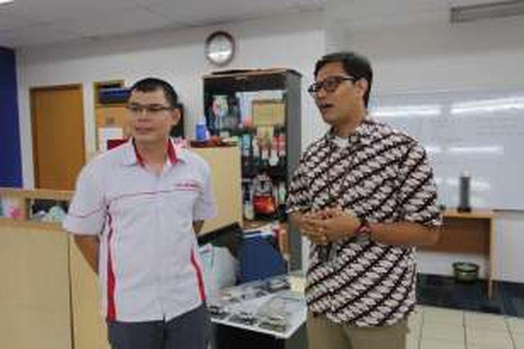 Mantan juara dunia tinju kelas bulu, Chris John berkunjung ke kantor Kompas.com, Palmerah Selatan, Jakarta Pusat, Kamis (18/8/2016). Chris John saat ini sedang mempersiapkan program acara sport reality show di Kompas TV.