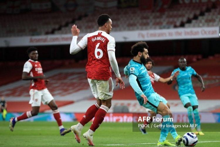 Mohamed Salah mencetak gol kedua dalam pertandingan Arsenal vs Liverpool di Stadion Emirates, Minggu (4/4/2021) dini hari WIB.