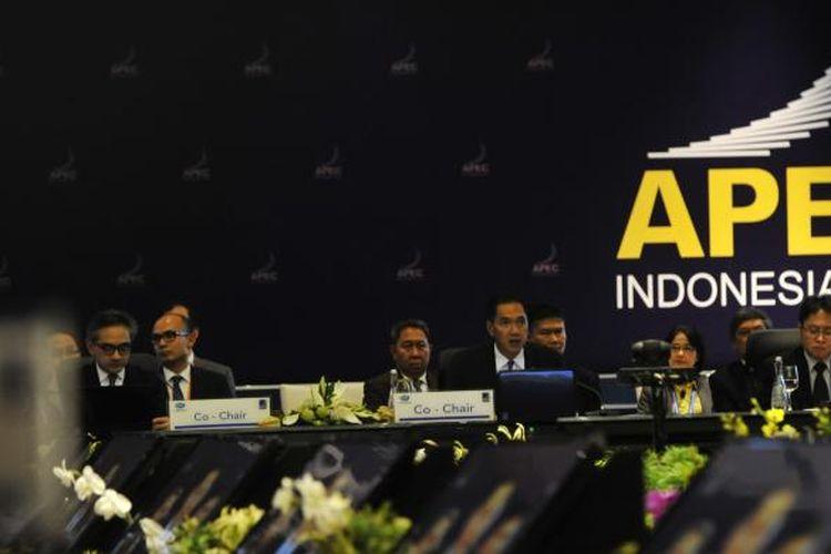 Suasana penyelenggaraan APEC Minister Meeting yang diikuti menteri luar negeri dan menteri perdagangan negara-negara peserta Konferensi Tingkat Tinggi Kerja Sama Ekonomi Asia Pasifik (APEC) di Nusa Dua, Bali, Jumat (4/10/2013).