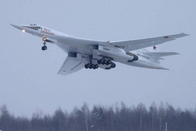 Pesawat pembom supersonik TU-160M milik Rusia yang mampu membawa hingga 12 misil jelajah dan misil nuklir jarak dekat.