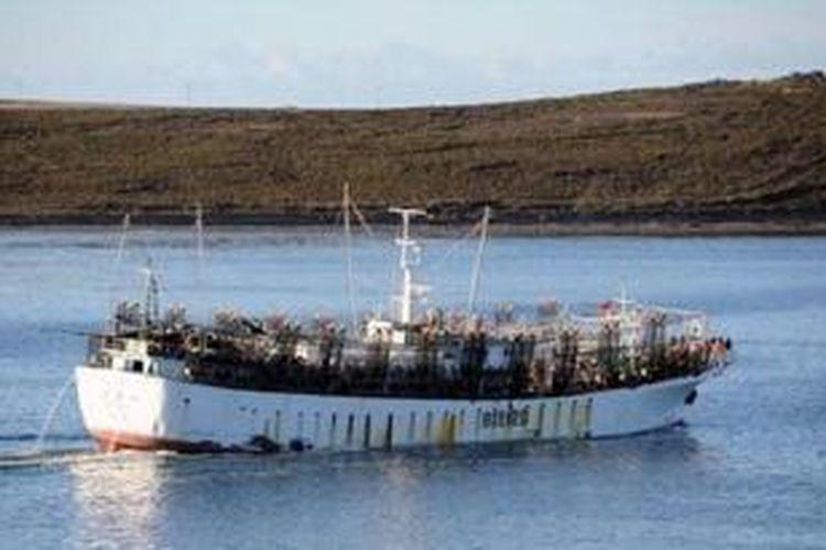 Kapal ikan Taiwan Hsiang Fu Chun hilang di Samudera Atlantik sekitar 3.000 kilometer dari Kepulaua Falklands bersama 49 orang kru, yang 21 orang di antaranya berasal dari Indonesia.