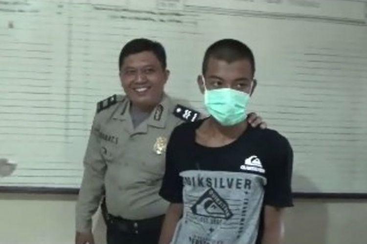 Ayah tiri ditangkap setelah membunuh anaknya Lantaran tega mencekik anaknya hingga tewas di Polewali Mandar, Sulawesi Barat.