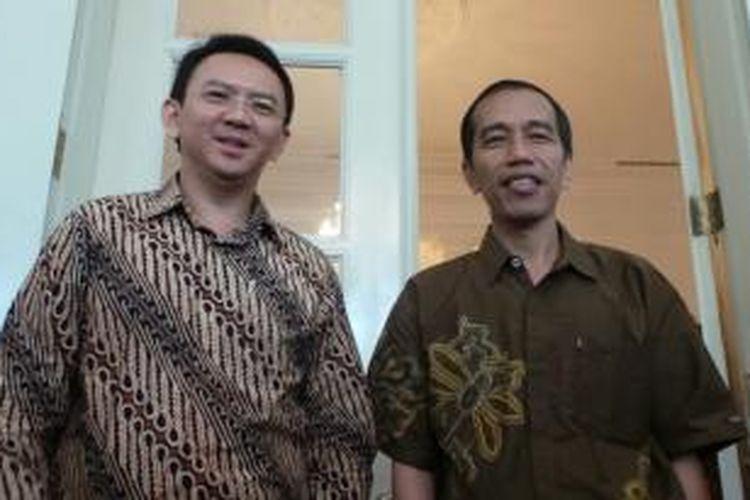 Gubernur DKI Jakarta Joko Widodo (kanan) dan Wakil Gubernur Basuki Tjahaja Purnama