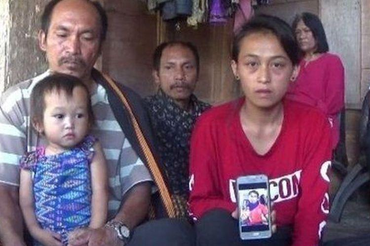 Keluarga karyawan proyek yang dibunuh OPM di Nduga.