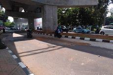 Hati-hati, Jalan Berlubang di Bawah Stasiun MRT Rawan Makan Korban