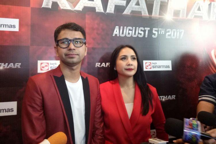Raffi Ahmad dan Nagita Slavina ditemui usai Gala Premiere Film Rafathar di CGV Blitz, Grand Indonesia, Jakarta Pusat, Sabtu (5/8/2017).