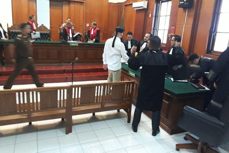 Sidang lanjutan perkara pencemaran nama baik dengan terdakwa Ahmad Dhani di PN Surabaya, Selasa (7/5/2019)