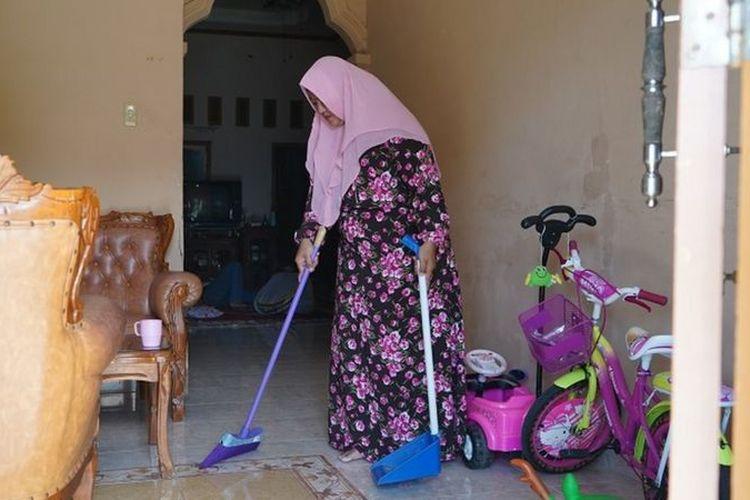 Usaha Ratih Clean yang baru berjalan sekitar tiga bulan ini sudah memiliki 10 karyawan dan 100 orang pelanggan tetap.