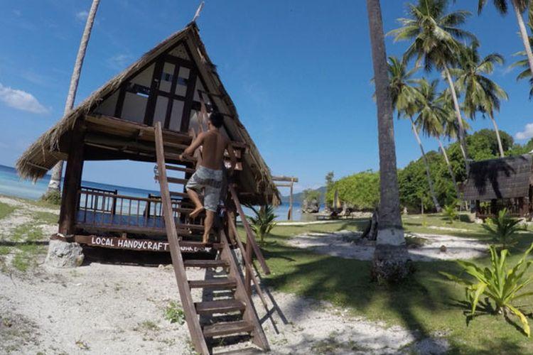 Destinasi wisata Lamin Guntur di Teluk Sumbang, Kabupaten Berau, Kalimantan Timur.