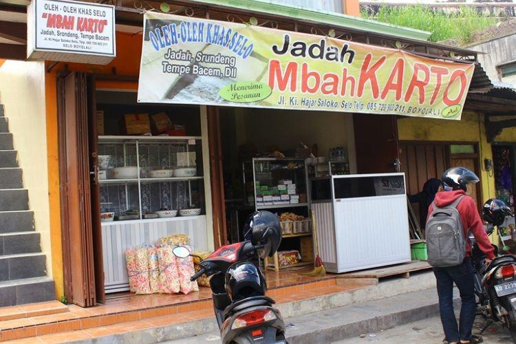 Jadah Mbah Karto, salah kuliner tradisional kaki Gunung Merapi, Selo, Boyolali, Jawa Tengah yang melegenda sejak 1947.