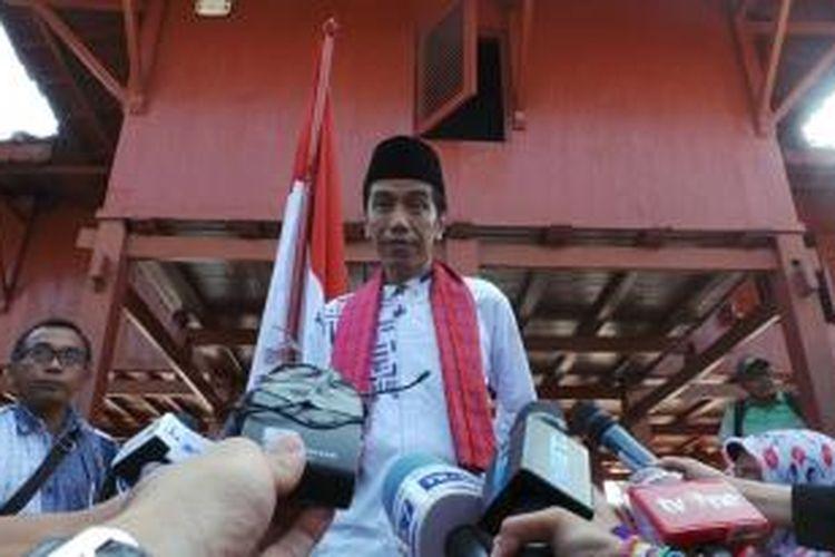 Detik-detik menjelang Joko Widodo menyatakan siap menjadi calon presiden di Rumah Pitung, Marunda, Jakarta Utara, Jumat (14/3/2014).