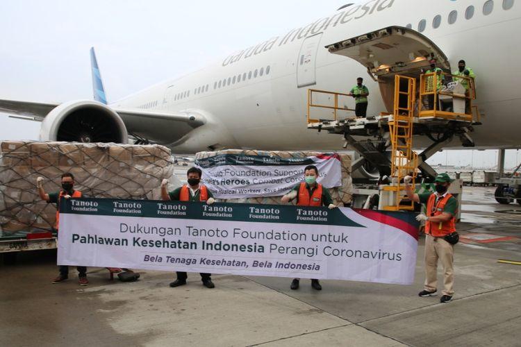 Kedatangan bantuan kemanusiaan berupa APD dari Tiongkok dan Singapura dari RGE Group melalui Tanoto Foundation.