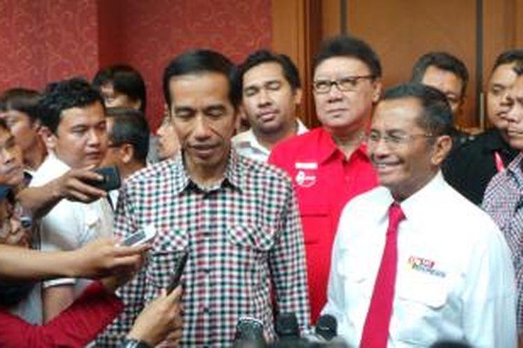 Joko Widodo bersama Dahlan Iskan, di Sentul, Bogor, Jawa Barat, Sabtu (31/5/2014).
