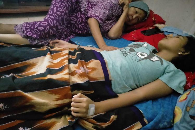 Echa, pelajar asal Banjarmasin tertidur pulas di rumahnya selama 7 hari. Echa diduga mengidap sindrom tidur.