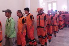 Antrean Pasukan Oranye demi Bersalaman dengan Para Petinggi Ibu Kota