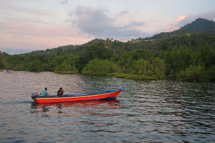 Indahnya barisan mangrove di ekowisata Mangrove Park Bahowo di Manado, Sulawesi Utara yang dikelola oleh Kelompok Mangrove Tongkena, Manado, Sulawesi Utara, Rabu (29/8/2018).