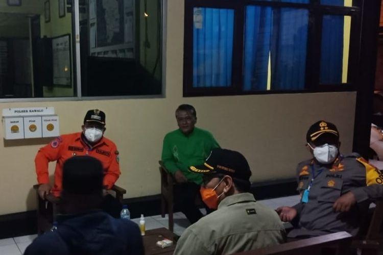 Wali Kota Tasikmalaya Budi Budiman bersama jajaran Muspida setempat saat berada di Polsek Kawalu Polres Tasikmalaya Kota, beberapa waktu lalu.