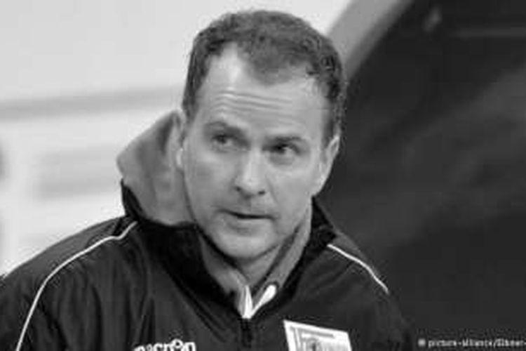 Mantan pelatih Bayer Leverkusen, Sascha Lewandowski, meninggal dunia pada Kamis (9/6/2016).