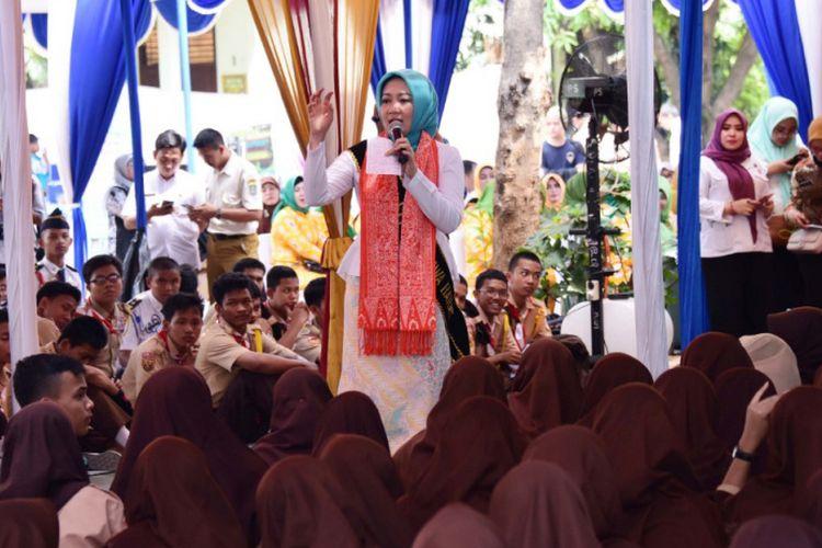 Ketua Tim Penggerak PKK Provinsi Jawa Barat yang juga Bunda PAUD Provinsi Jawa Barat, Atalia Praratya Kamil saat menggelar Siaran Keliling (Sarling) di SMA Negeri 1 Bekasi, Kota Bekasi, Rabu (14/8/2019).