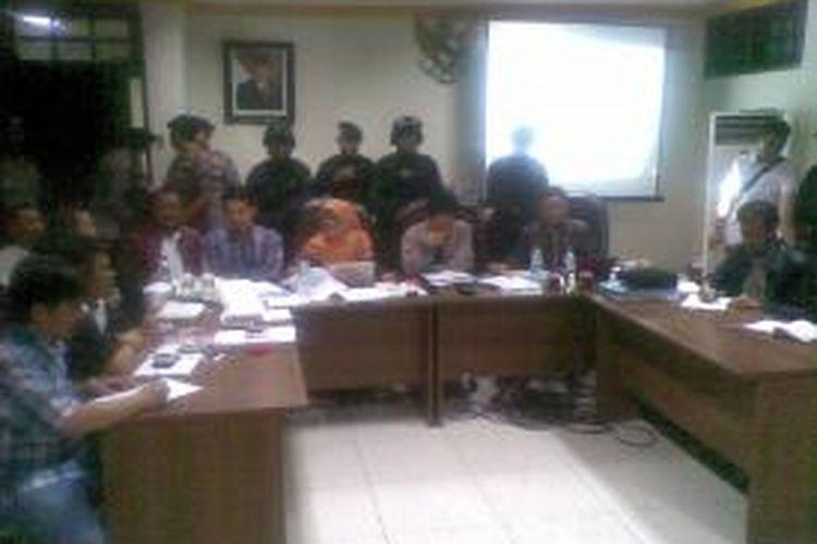 Pleno penetapan pasangan cagub-cawagub di kantor KPU Jatim.