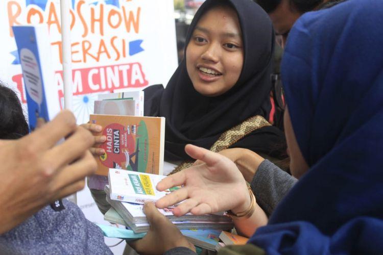 Sekelompok anak muda yang tergabung dalam Gerakan Islam Cinta (GIC) menggelar Literasi Islam Cinta di Kota Bandung. Gerakan tersebut menyasar kaum milenial Bandung untuk menjadi generasi yang menyebarkan cinta dan damai.