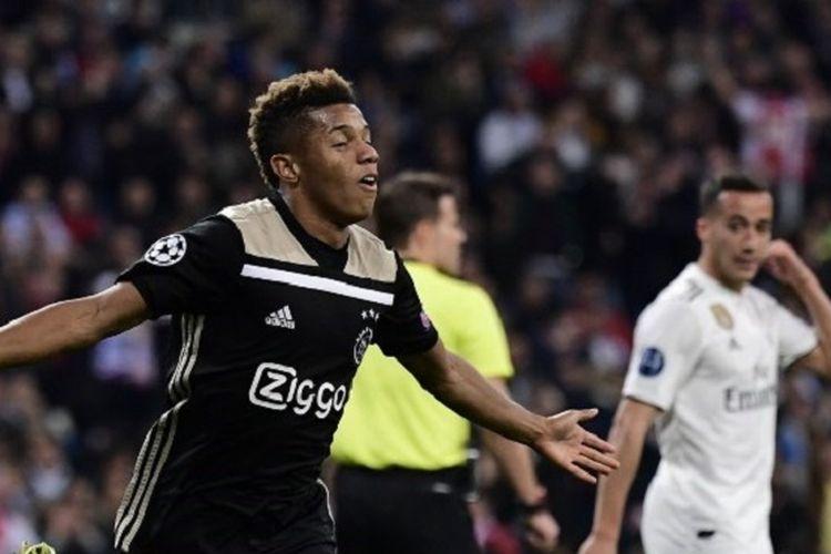 Penyerang asal Brasil, David Neres, merayakan golnya pada pertandingan Real Madrid vs Ajax Amsterdam di Stadion Santiago Bernabeu dalam babak 16 besar Liga Champions, 5 Maret 2019.