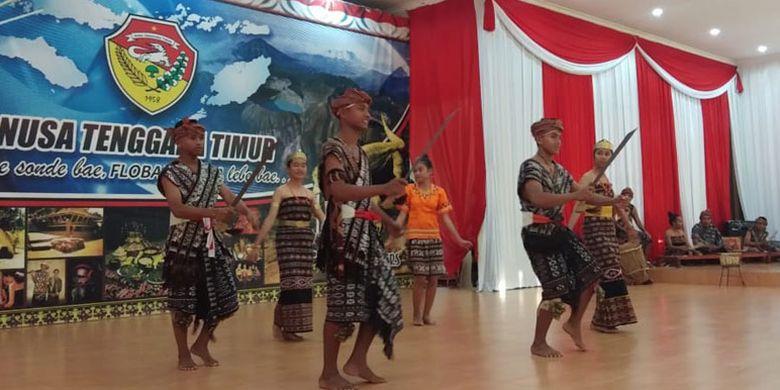 Para pelajar dari SMA Negeri 1 Sabu Timur, NTT akan mempromosikan tarian tradisional asal Sabu Raijua dalam Festival Indonesia yang digelar selama dua hari yakni 28-30 Juni 2019 di Norwegia. Empat tarian yang akan dipromosikan dalam kegiatan yang digelar di Kedutaan Besar Republik Indonesia (KBRI) di Oslo itu, yakni Padoa, Ledo Hawu, Habba Koo Rai dan Pedogo Aru.