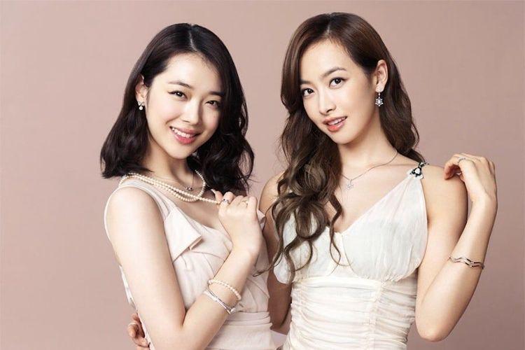 Dua bintang Kpop Sulli (kiri) dan Victoria f(x).