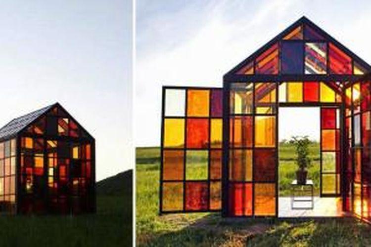 Bangunan yang tampak seperti rumah kaca ini merupakan karya seniman William Lamson. Bangunan tersebut menggunakan struktur bernama Solarium yang seharusnya menjadi rumah kaca. Di tangan Lamson, bangunan ini justeru menjadi bangunan