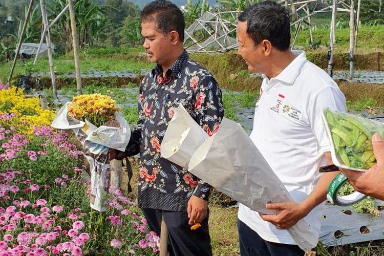 Direktur Jenderal Hortikultura Kementerian Pertanian Suwandi  mengunjungi sentra tanaman hias di Tawangmangu.