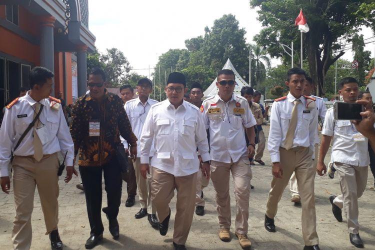 Wakil Ketua Umum DPP Partai Gerinda Fadli Zon saat mendatangi Kantor KPU Kabupaten Bogor untuk memberikan dukungan kepada pasangan calon bupati dan wakil bupati Bogor Ade Yasin-Iwan Setiawan, Selasa (9/1/2018).