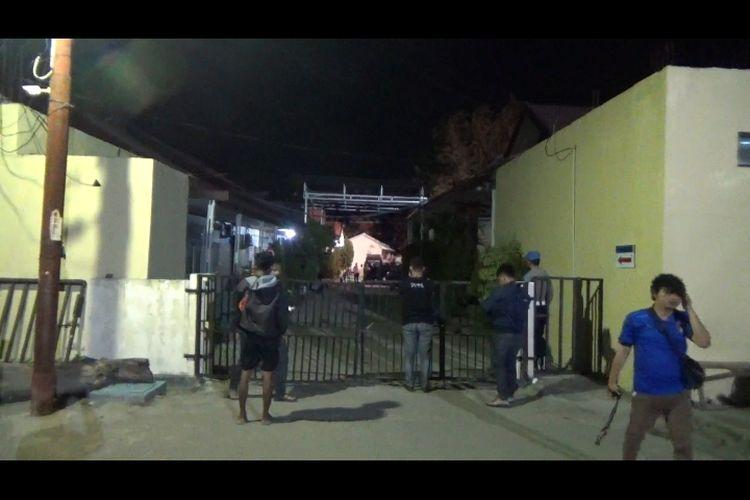 Foto//Suasana Kedatangan Dua Jenazah DPO Di RS.Bhayangkara Polda Sulteng Pada Minggu (18/9/2021)