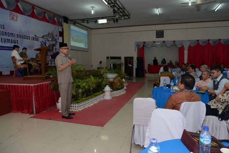 Pelaksana tugas Gubernur Aceh Nova Iriansyah saat membuka Bisnis Forum Kawasan Ekonom Khusus (KEK) Arun Lhokseumawe di Aula Hotel Lido Graha, Lhokseumawe, Rabu (14/11/2018).