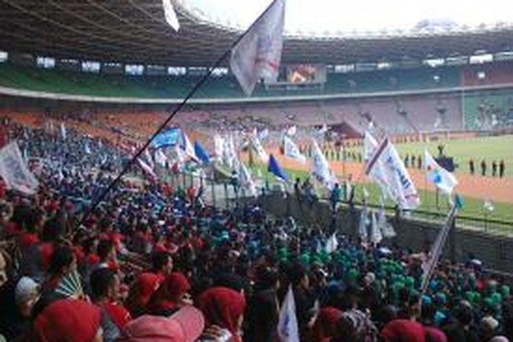 Para buruh memperingati Hari Buruh Sedunia (May Day) di Gelora Bung Karno