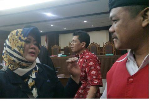 Tangis 29 Karyawan Sarinah Pecah Saat Bertemu Keluarga dan Kerabat di Persidangan