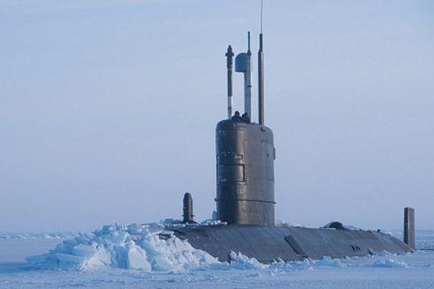 Kapal Selam Inggris Muncul di Perairan Arktik yang Masuk