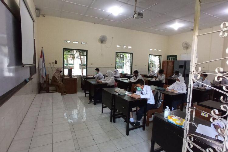 murid SMPN 5 Yogyakarta saat mengikuti PTM pertama kali, Senin (20/9/2021)