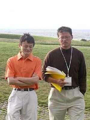 Potret Jack Ma beserta temannya di awal berdirinya Alibaba.com.