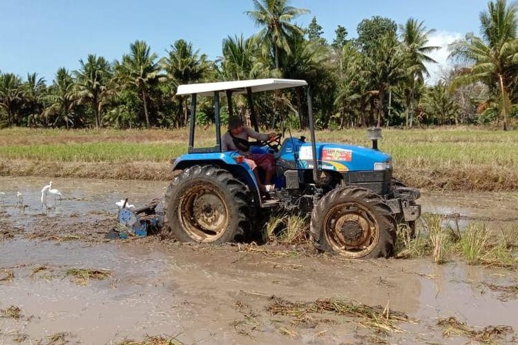 Kementan mengimbau petani untuk menyambut era 4.0 dan menggunakan alsintan guna menambah produktivitas.