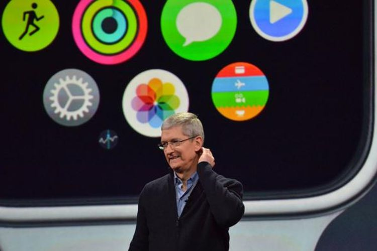 Tim Cook di peluncuran Apple Watch di San Francisco, Senin (9/3/2015).