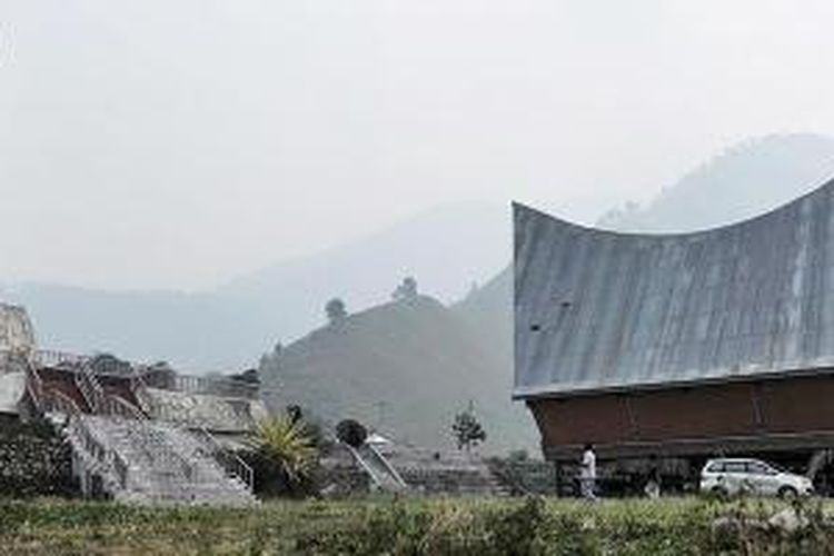 Kompleks Tugu Makam Raja Silahisabungan di Desa Silalahi Nabolak, Kabupaten Dairi, Sumatera Utara.