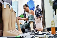 Gandeng Ian Kapal, Dompet Dhuafa Berikan Kaki Palsu kepada 12 Penyandang Disabilitas