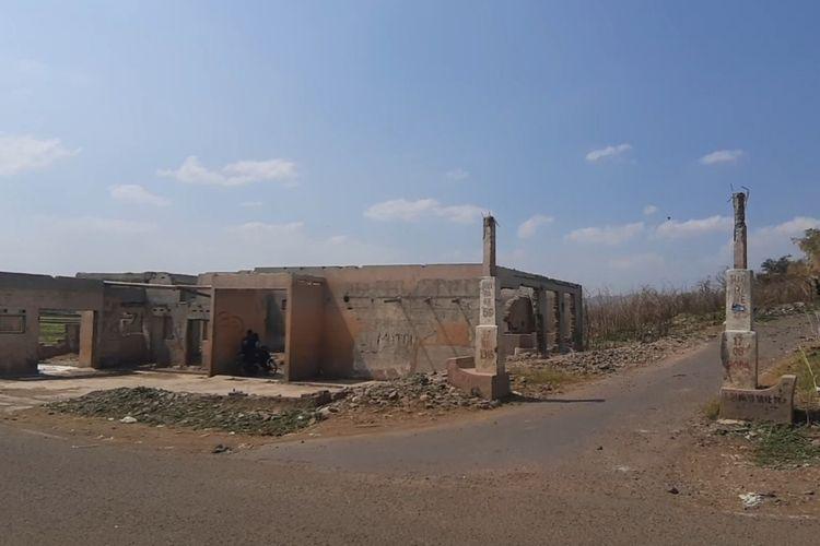 Meski telah tergenang air Waduk Jatigede sejak 31 Agustus 2015 lalu, namun puing bangunan, tugu, dan masjid di wilayah Kecamatan Darmaraja masih berdiri, Sabtu (10/8/2019). AAM AMINULLAH/KOMPAS.com