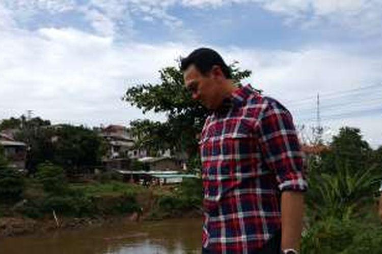 Calon gubernur DKI Jakarta Basuki Tjahaja Purnama (Ahok) blusukan melihat inspeksi Kali Ciliwung di Kelurahan Cililitan, Kramatjati, Jakarta Timur, Rabu (28/12/2016).