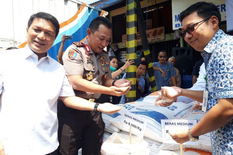PT Food station Tjipinang dan Bulog Operasi pasar beras medium pada Kamis (22/11/2018) dengan harga beras Rp. 8.500