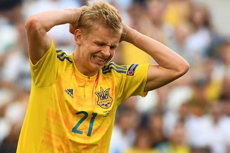 Gelandang muda Ukraina, Oleksandr Zinchenko, menunjukkan ekspresi kecewa pada laga versus Polandia di Piala Eropa 2016, Selasa (21/6/2016).